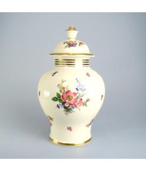 Фарфоровая ваза с крышкой