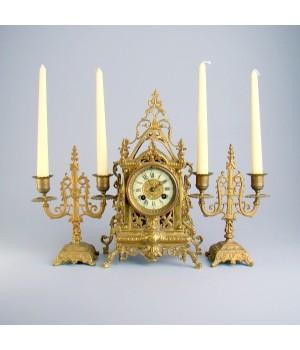 Часы каминные, настольные с подсвечниками, бронза