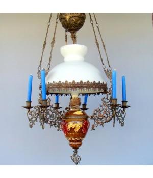Старинная люстра со свечами